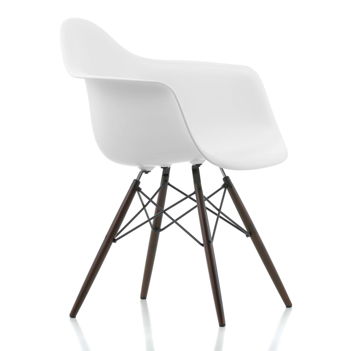 Vitra - Eames Plastic Armchair DAW, Ahorn dunkel / weiß (Kunststoffgleiter basic dark)   Küche und Esszimmer > Stühle und Hocker > Armlehnstühle   Vitra