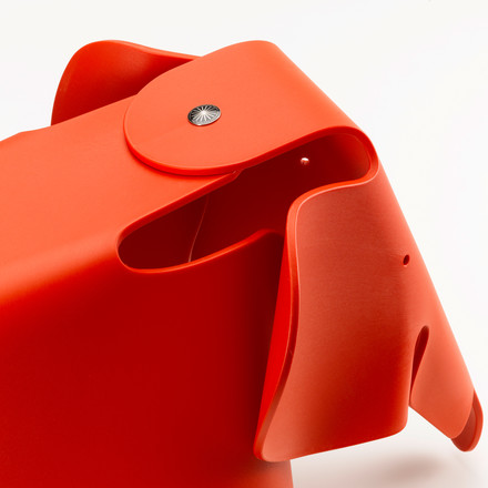 Eames Elephant von Vitra in rot