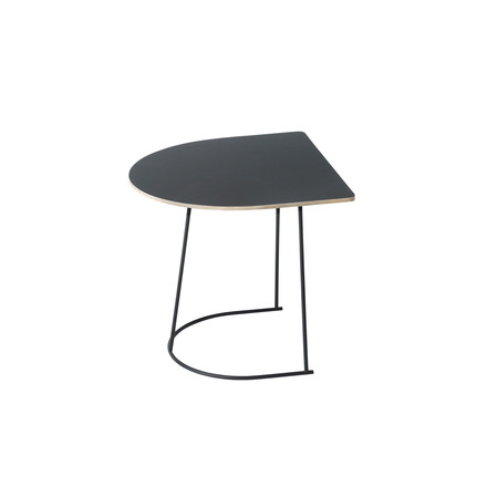 Der Airy Coffee Table von Muuto Half Size in Schwarz