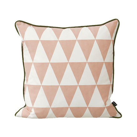 Geometry Kissen 50 x 50 cm von ferm Living in Rose