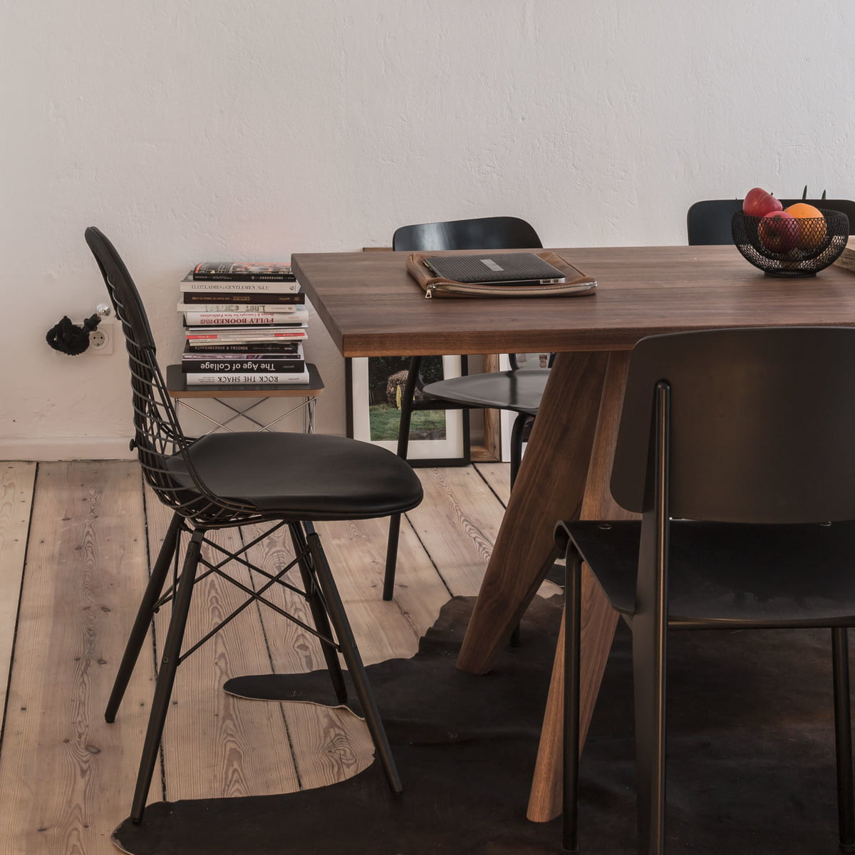 eames occasional table ltr von vitra connox. Black Bedroom Furniture Sets. Home Design Ideas