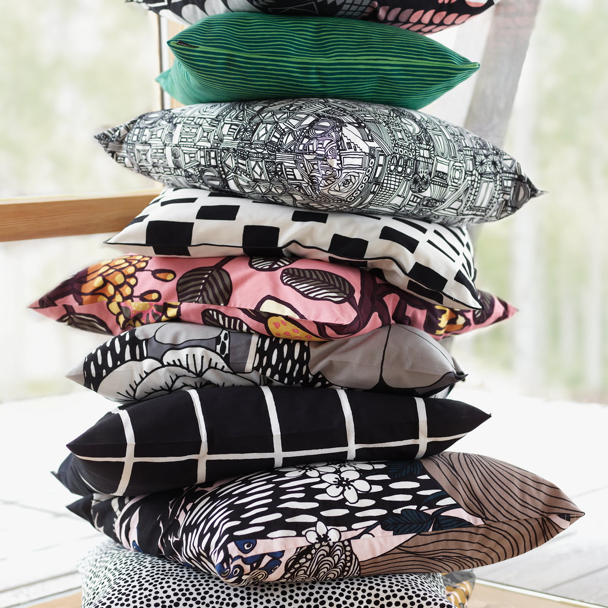 varvunraita kissenbezug von marimekko im shop. Black Bedroom Furniture Sets. Home Design Ideas