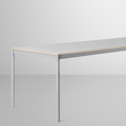 Der Base Table in grau von Muuto