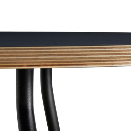 Soround Side Table mit Fenix Laminat