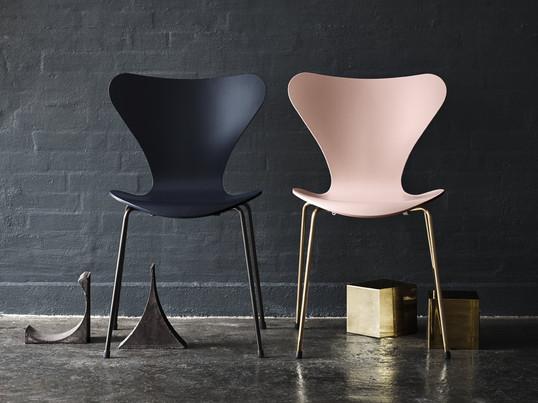Monochromes design f r den serie 7 stuhl for Stuhl design geschichte