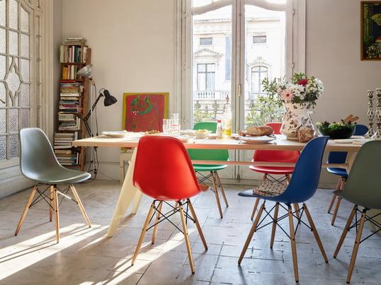 Der Plastic Side Chair DSW Von Charles U0026 Ray Eames Für Vitra Harmoniert  Durch Die Stuhl