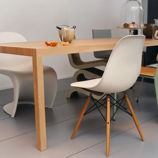 Eames Side Chair DSW in einem Designer-Esszimmer