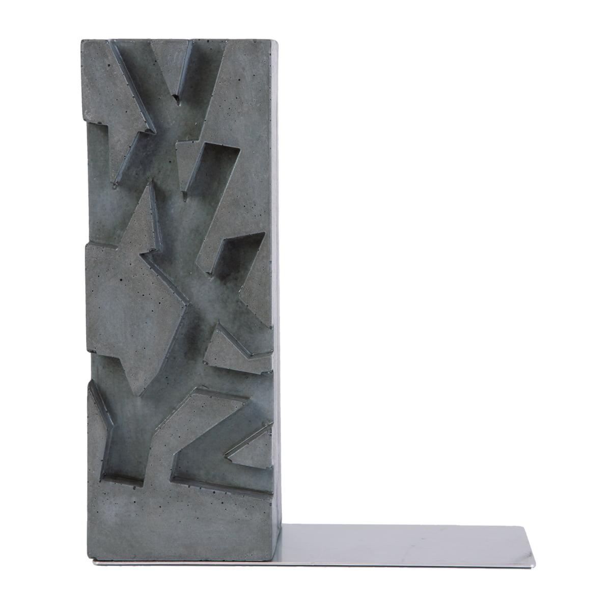 Korn Produkte - VWXYZ Buchstütze | Wohnzimmer > Regale > Hängeregale | Betongrau | Edelstahl -  spezialbeton | Korn Produkte