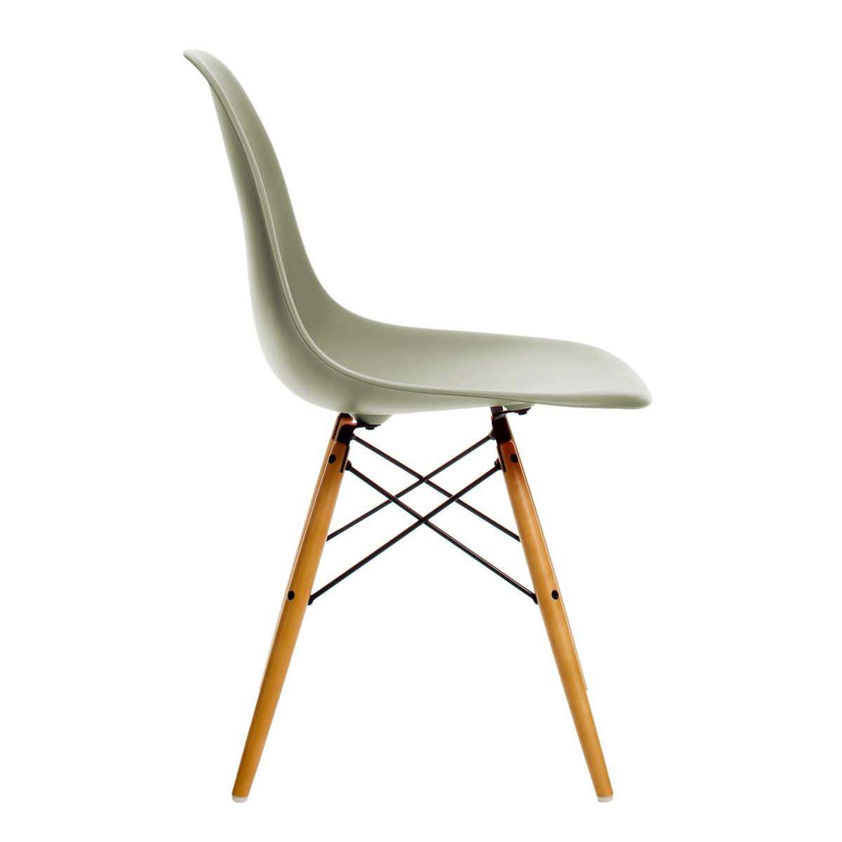 Vitra - Eames Plastic Side Chair DSW, Ahorn gelblich / moosgrau (Filzgleiter weiß)   Küche und Esszimmer > Stühle und Hocker > Esszimmerstühle   Moosgrün   Vitra