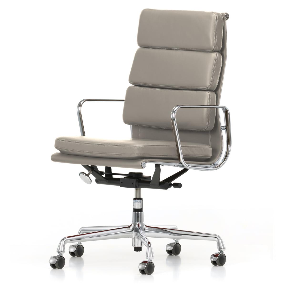Vitra - EA 219 Soft Pad Bürostuhl Chrom mit Armlehnen, Leder Premium ton (Hartbodenrollen)   Büro > Bürostühle und Sessel    Beige   Vitra