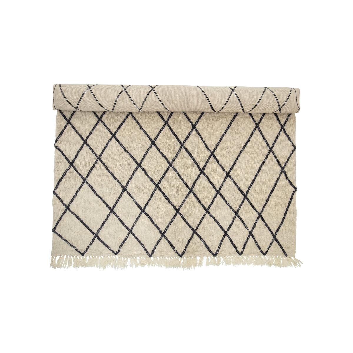 Bloomingville wollteppich 300 x 200 cm rautenmuster beige schwarz eingerollt