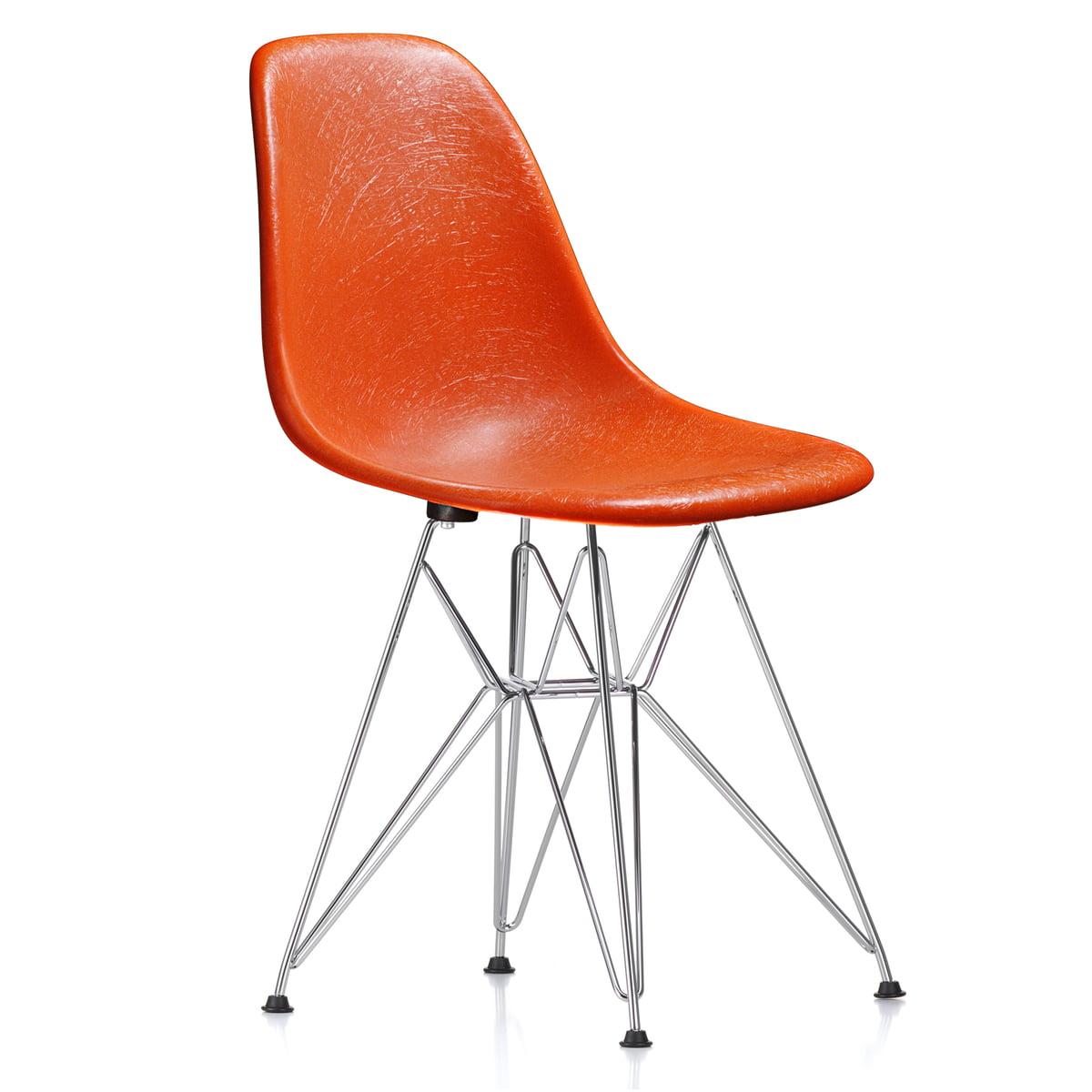 Vitra - Eames Fiberglass Side Chair DSR, verchromt / Eames red orange (Filzgleiter basic dark)   Küche und Esszimmer > Stühle und Hocker > Esszimmerstühle   Rotorange   Vitra