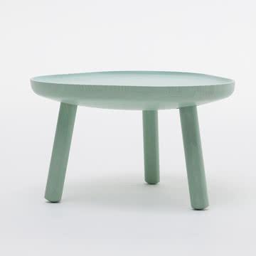 Soft triangle tisch von karimoku new standard for Design tisch adventskalender