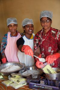 Mütter beim Kochkurs